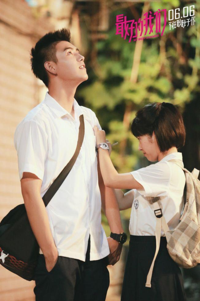 陈飞宇和何蓝逗的电影版《最好的我们》,让人想起自己耿耿于怀的人和事。 (取材自豆瓣电影)
