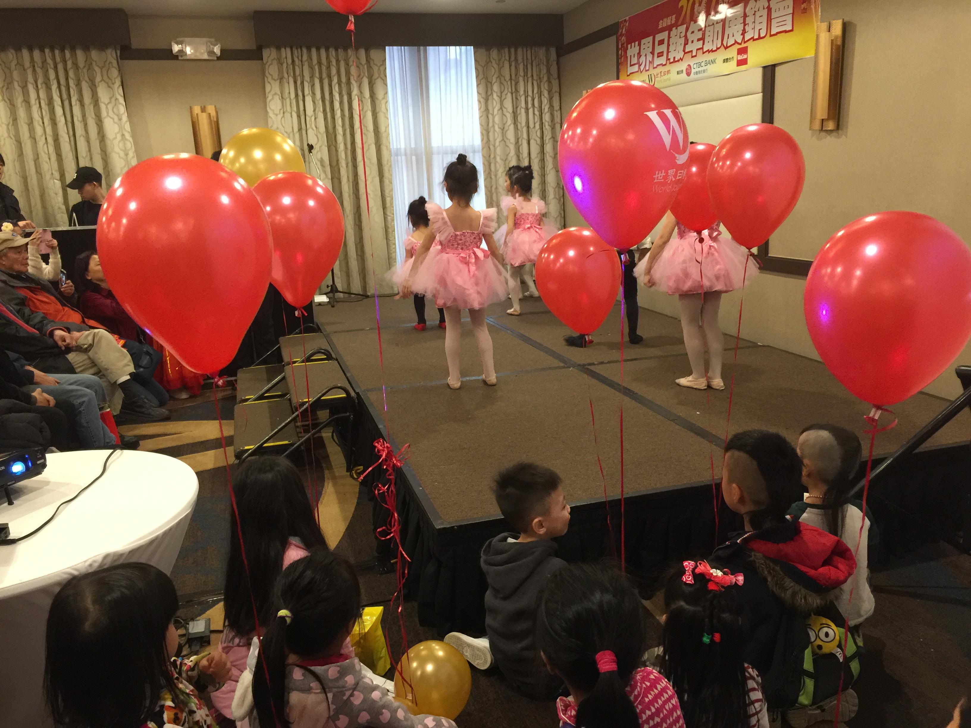 2017年世界日報現場提供給小朋友氣球服務