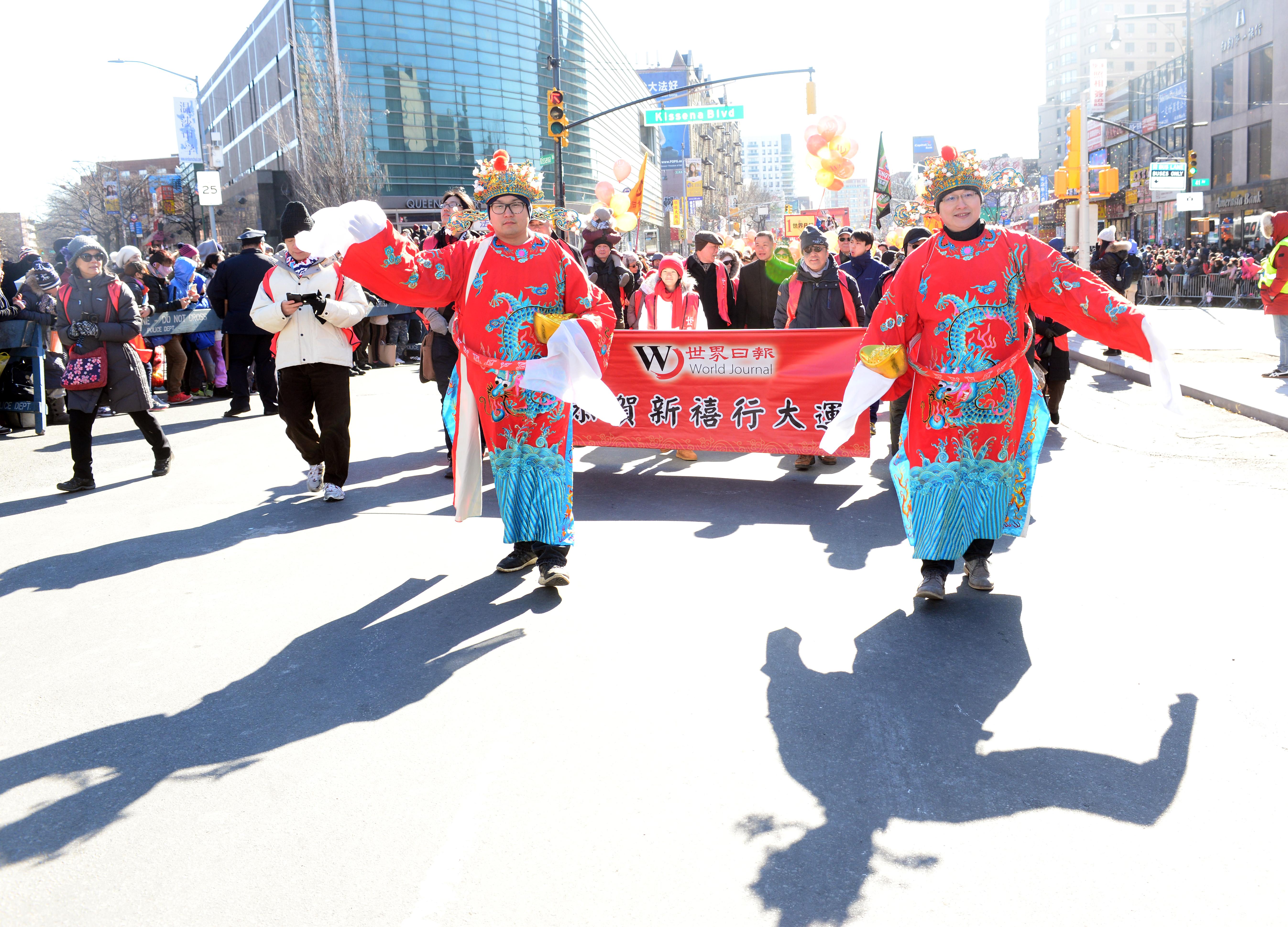 2017年法拉盛新春遊行世界日報隊伍中的財神