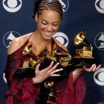 2002年2月27日:創作歌手Alicia Keys贏五座葛萊美獎