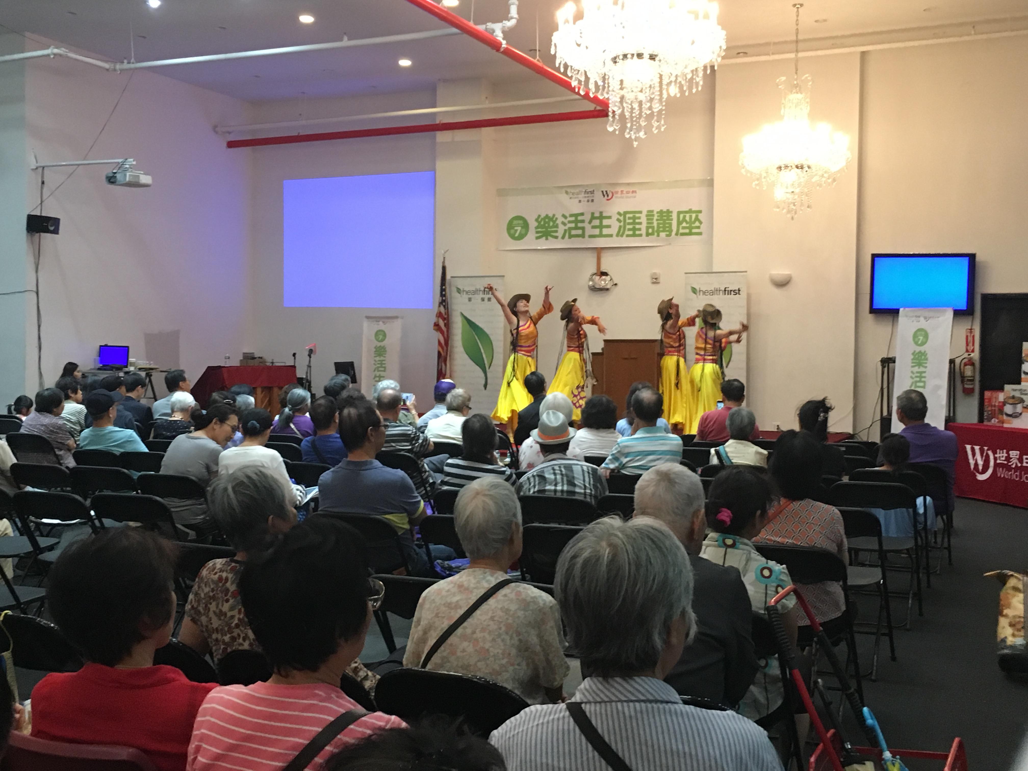 求美明星舞蹈隊為布碌崙耆老帶來精彩表演