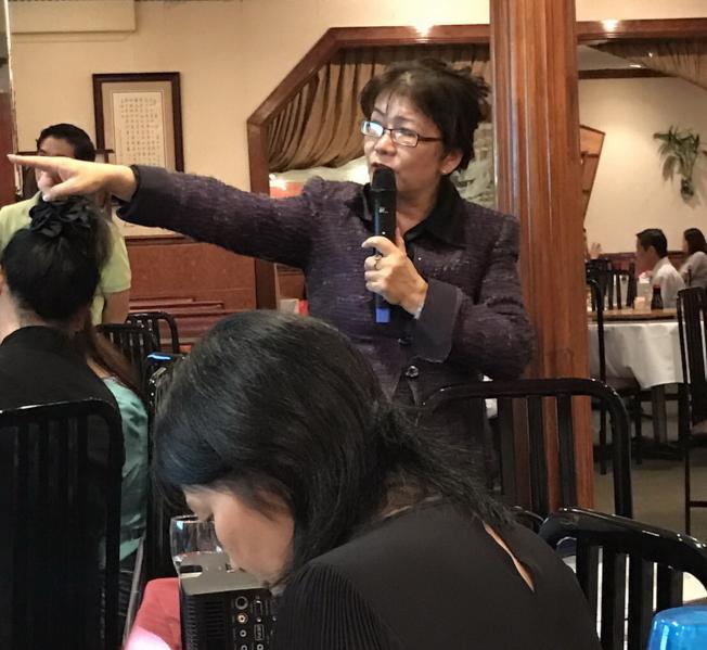 理財規劃師鄭莉蓉主持講座。(圖:大奧蘭多台商會提供)