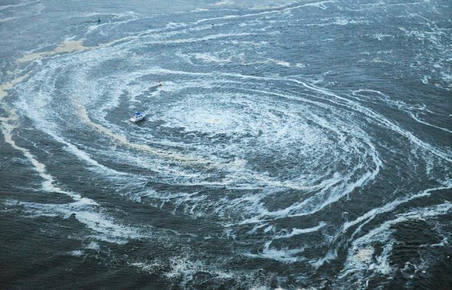 茨城縣大洗町港外海海嘯漩渦。(文:許振輝/圖:美聯社)