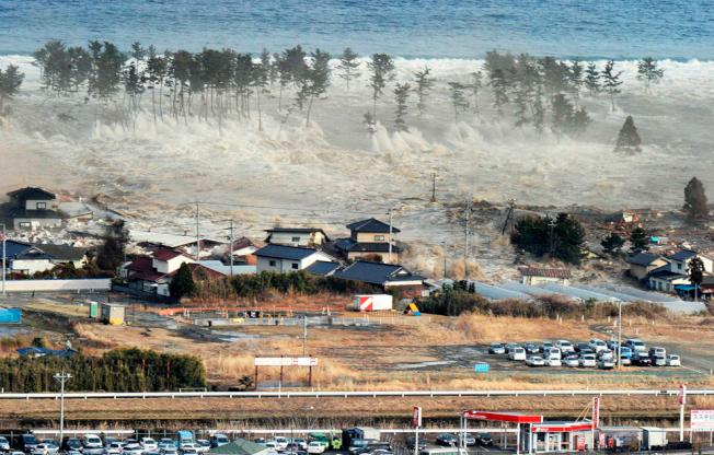 海嘯衝垮名取市。(文:許振輝/圖:美聯社)