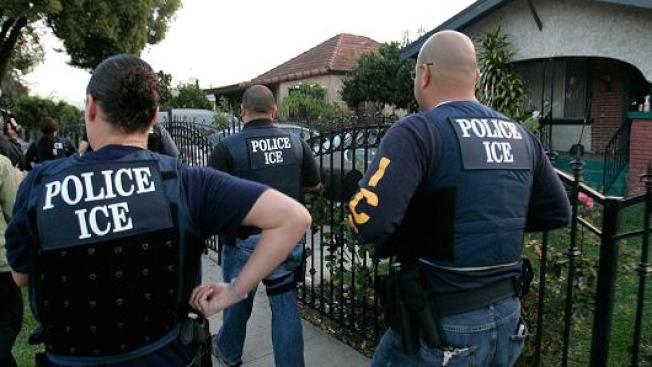 全美各地許多移民維權組織紛紛提供無證移民訓練課程,以反制川普政府取締無證移民。(Getty Images)