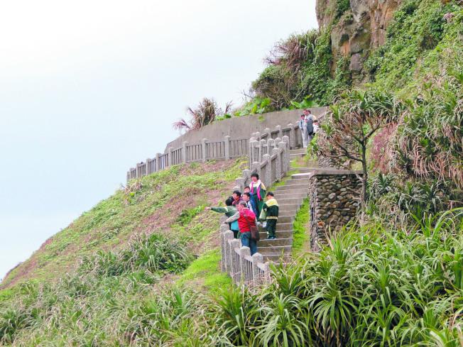 和平島公園有很多海蝕地形,任憑想像;步道緊臨海邊,一邊爬山可一邊享受海風。(本報資料照片)