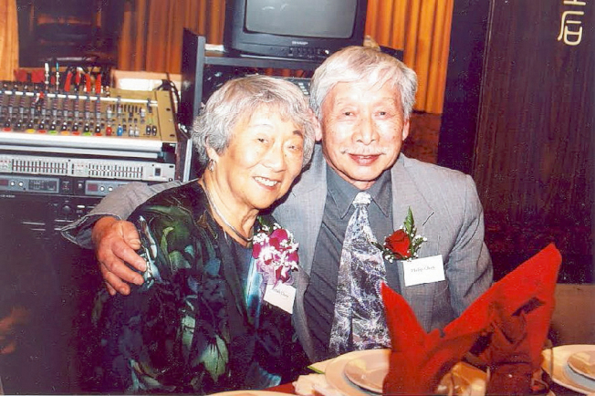 胡垣坤生前與妻子黃念慈的合照。(胡家提供)