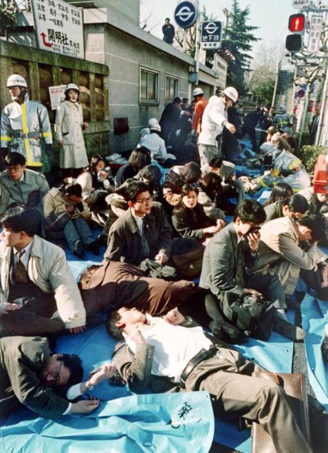 1995年3月20日,東京地鐵發生「沙林毒氣事件」,造成13人死亡, 6000多人受傷,約5萬人遭到波及。
