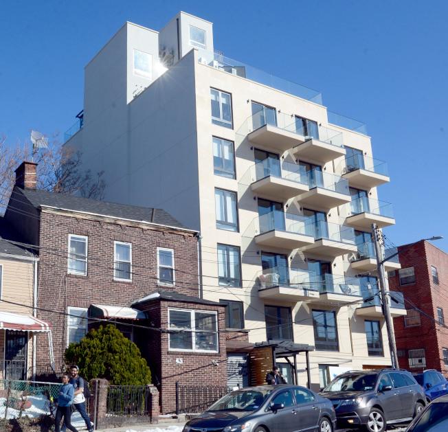 「Graffiti House」向藝術家和社區街頭藝術致敬,提供高品質住宅。(記者許振輝/攝影)