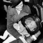 1939年3月13日:發明防毒面具