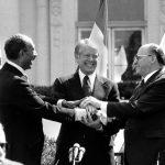1979年3月26日:沙達特、比金簽署「埃以和約」
