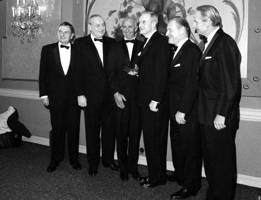 圖為1967年11月洛克斐勒5兄弟合影。圖左一為大衛•洛克斐勒、左二為溫斯羅普•洛克斐勒、左四為約翰•洛克斐勒三世、右二為納爾遜•洛克斐勒和右一為勞倫斯•洛克斐勒。美聯社檔案照片