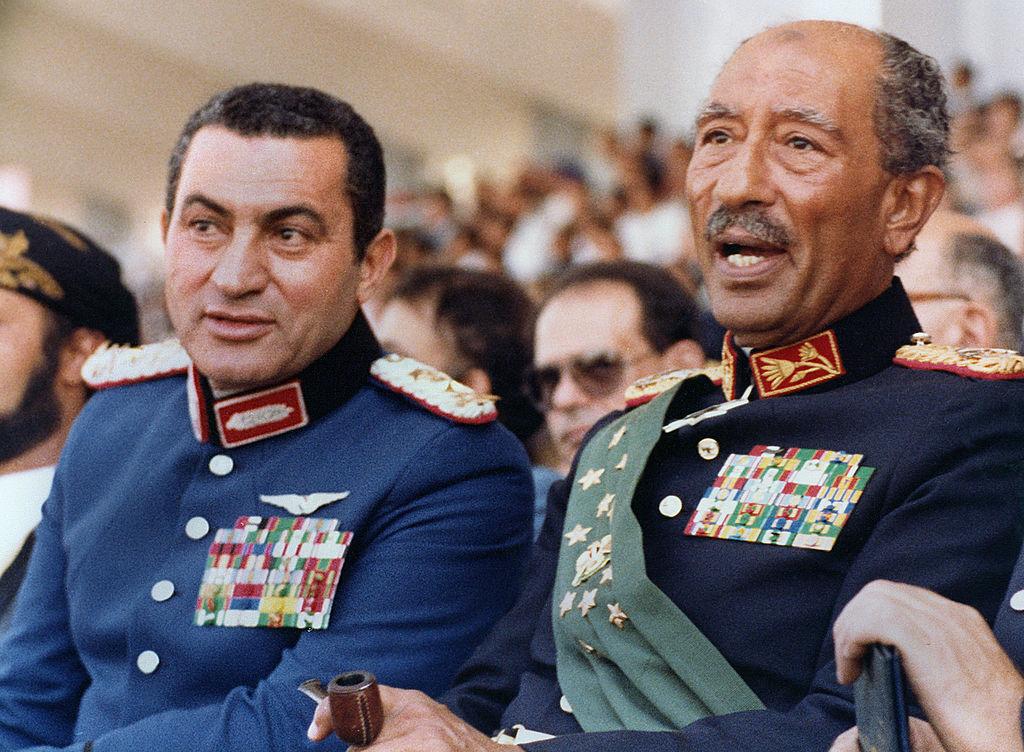沙達特(右)、穆巴拉克一同出席閱兵典禮。(Getty Images)