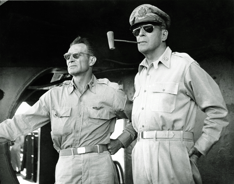 圖7:道格拉斯·麥克阿瑟(Douglas MacArthur,麥帥的註冊商標—煙斗)。