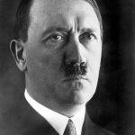 1945年4月30日:希特勒舉槍自盡