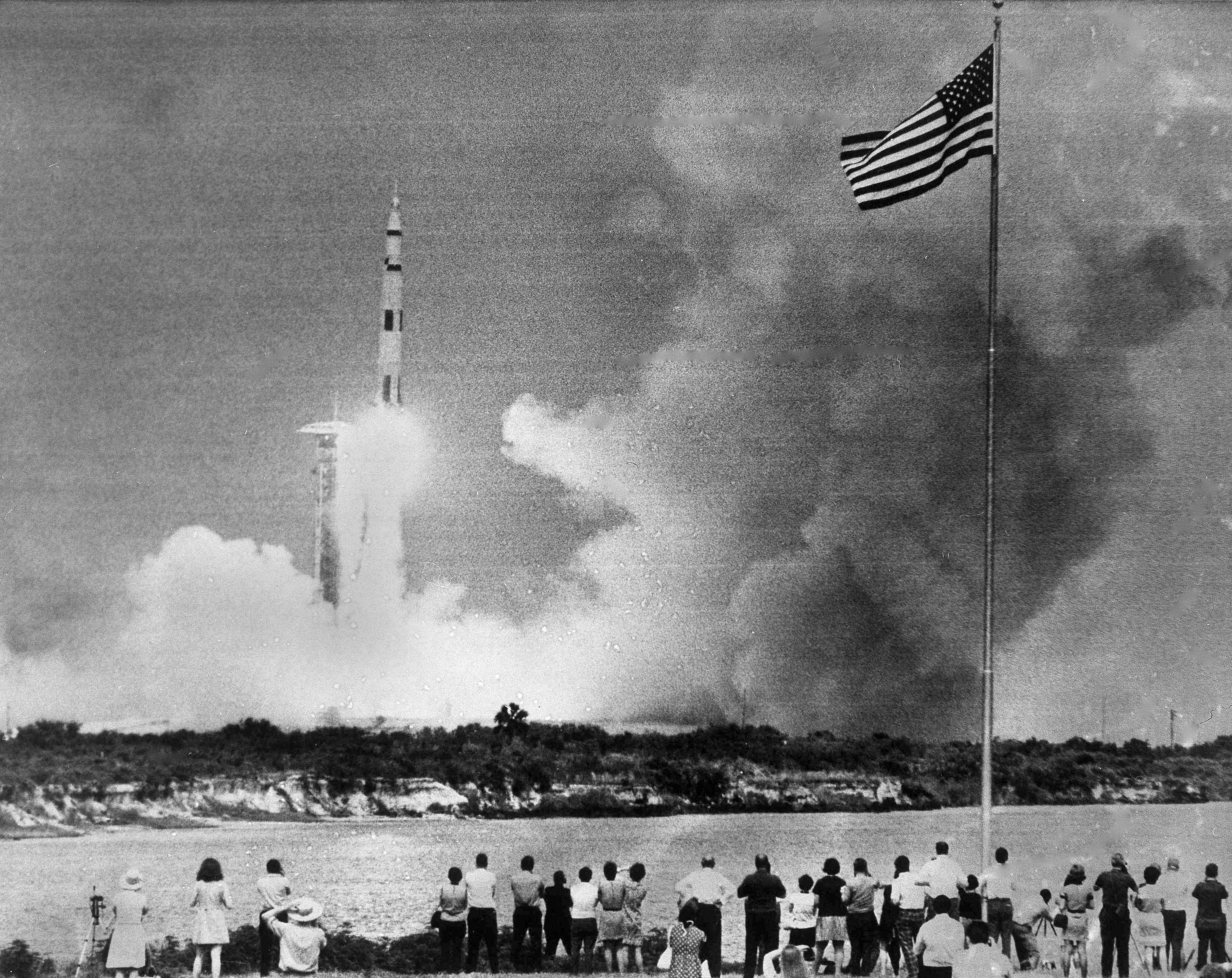 執行「阿波羅13號」登月任務的美國三名太空人,1970年4月11日13時13分,由「土星」號火箭運送進入太空。
