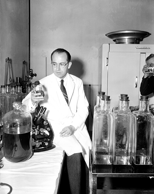 沙克博士1955年4月18日宣布小兒麻痺預防疫苗試驗成功。(美聯社)