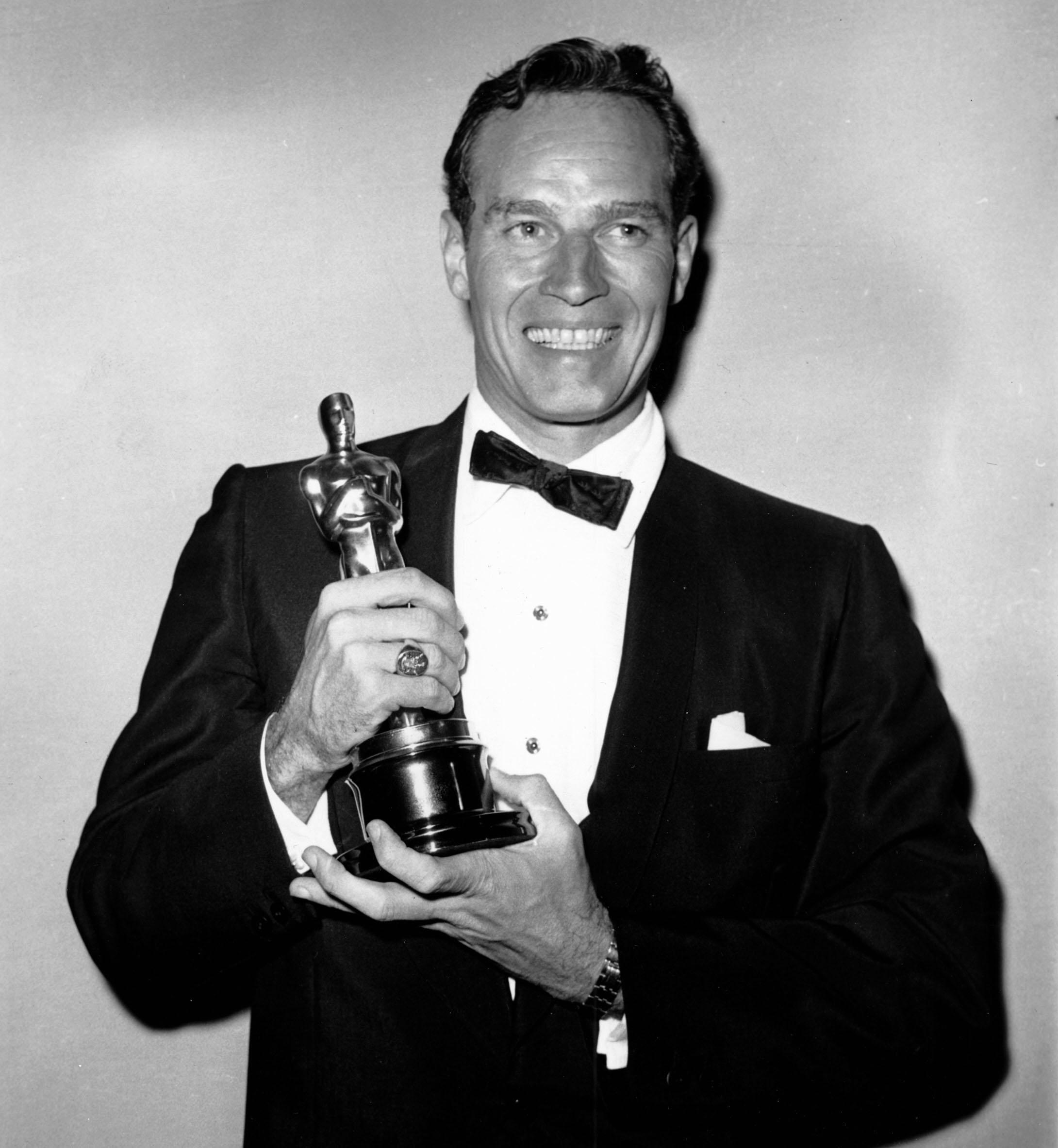 卻爾登希斯頓於1960年4月1日以「賓漢」奪下32屆奧斯卡影帝。(美聯社)
