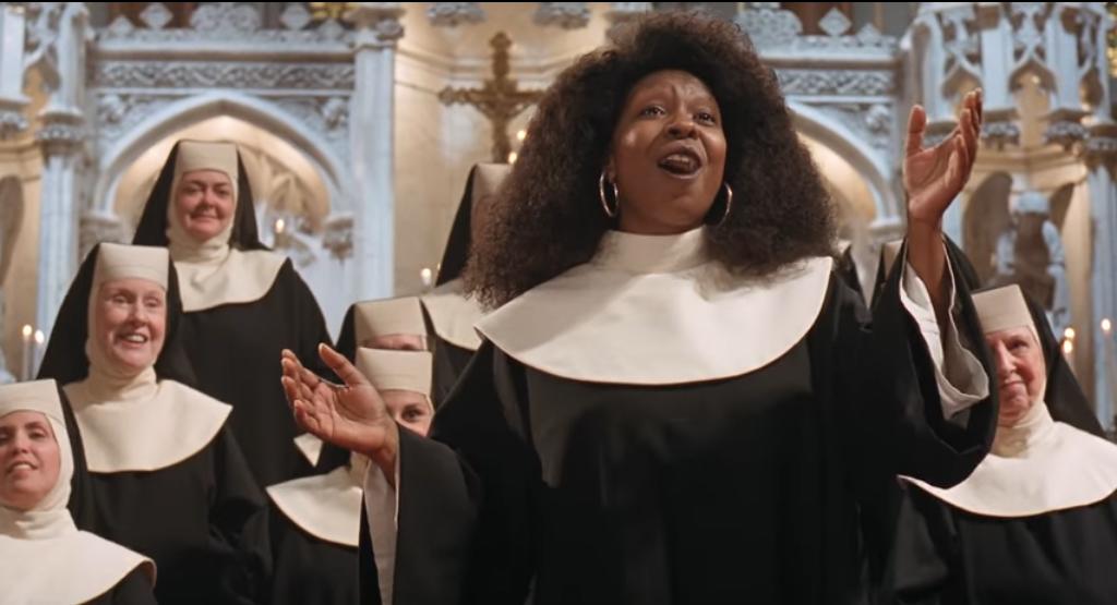 琥碧戈柏在「修女也瘋狂」嶄新詮釋歌曲「I Will Follow Him 」。(youtube截圖)