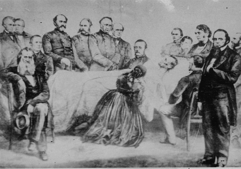 林肯中槍後送到醫院急救,圖中顯示,臨終前,林肯夫人跪在病床前,四周為內閣成員。據信,這珍貴的照片為友人給了林肯夫人,由家族流傳下來。(美聯社)