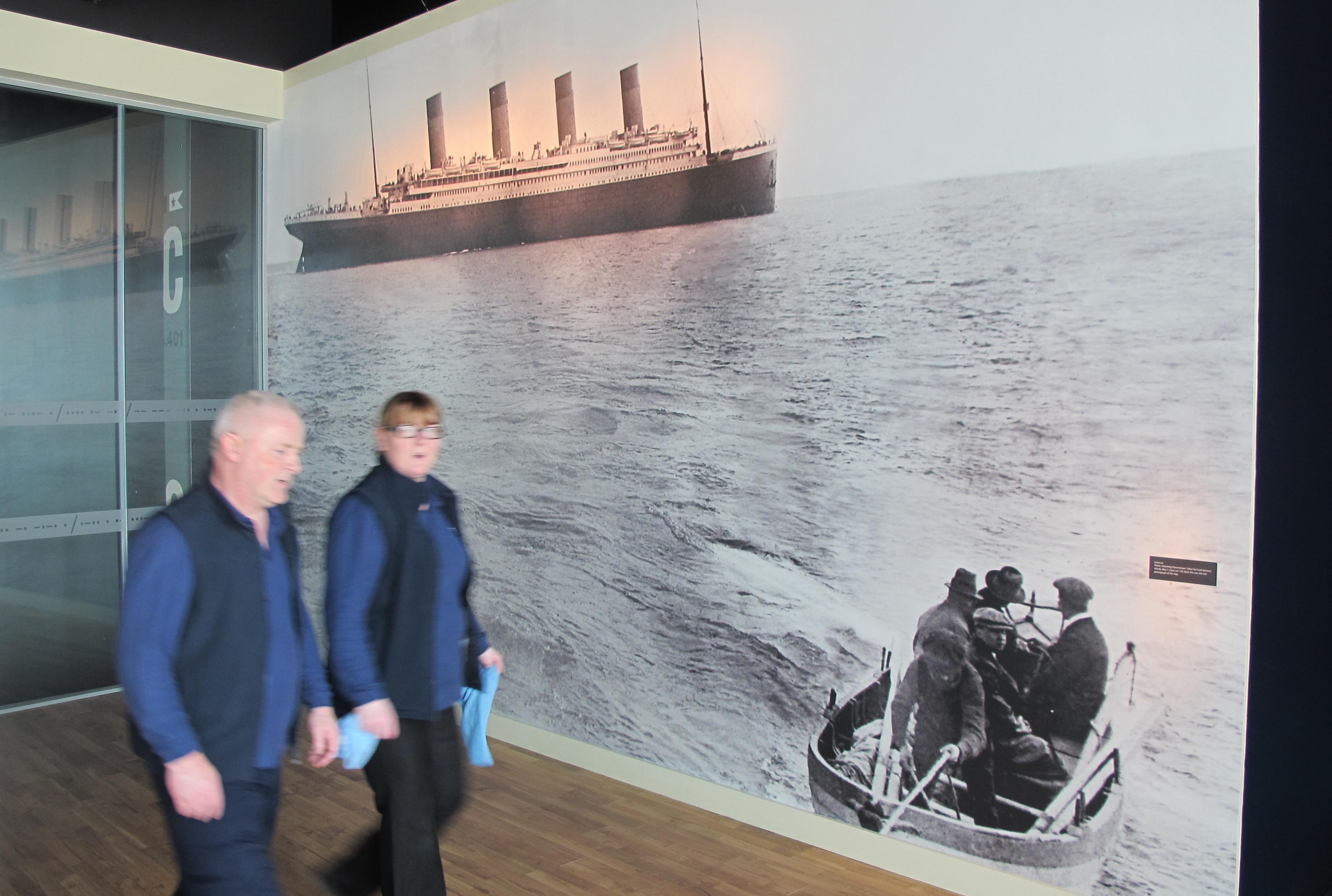 Belfast造船廠展示著鐵達尼號4月11日離開愛爾蘭Queenstown港,也是船難前最後身影。(美聯社)