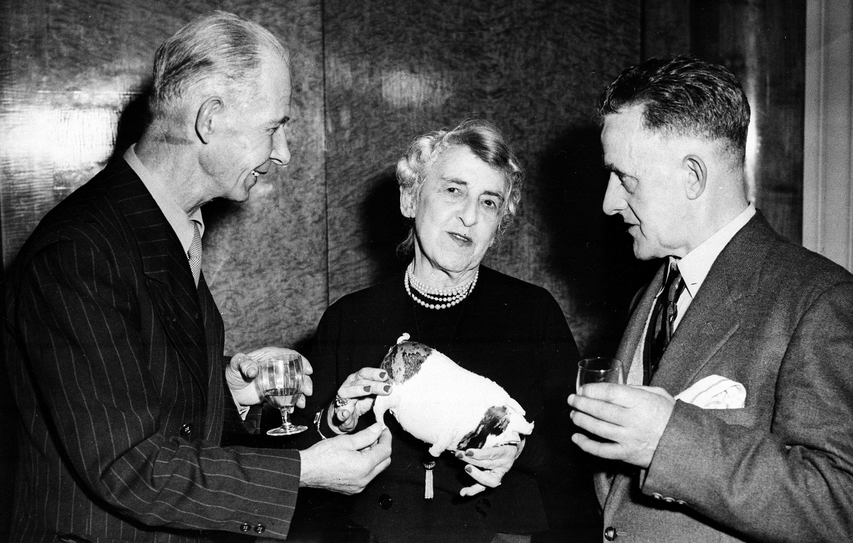 鐵達尼號倖存者, Reginald Burgess(左起,南安普敦)、 Edith Russell(辛辛那提)及 Edward Ryan(英國)1958年曾在倫敦相聚,出席電影「冰海沉船」(A Night  to Remember)上映。(美聯社)