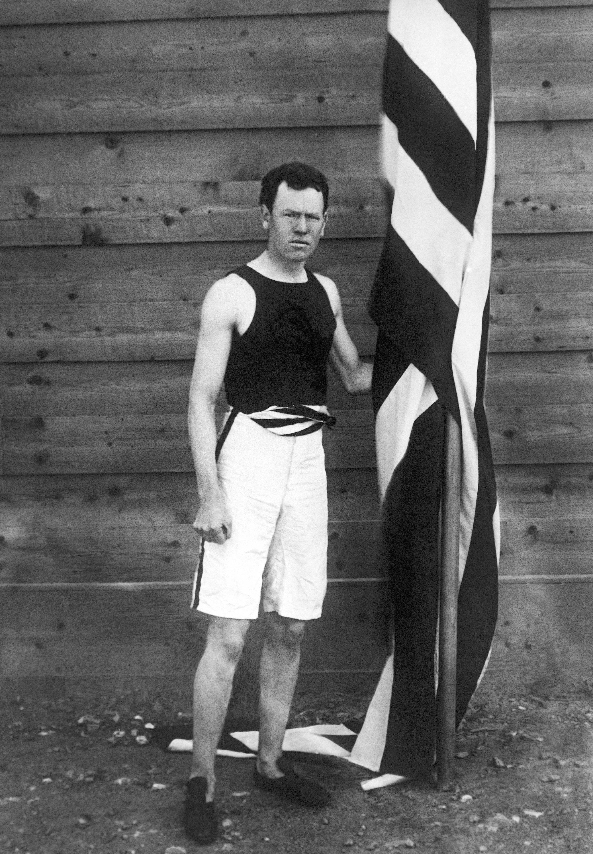 美國選手James Brendan Bennet Connolly(波士頓)以13.71公尺成績贏得三級跳金牌。(美聯社)