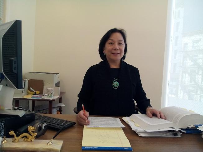 曹楊親民律師發現,無證移民申請身分越來越難。(記者韓傑/攝影)
