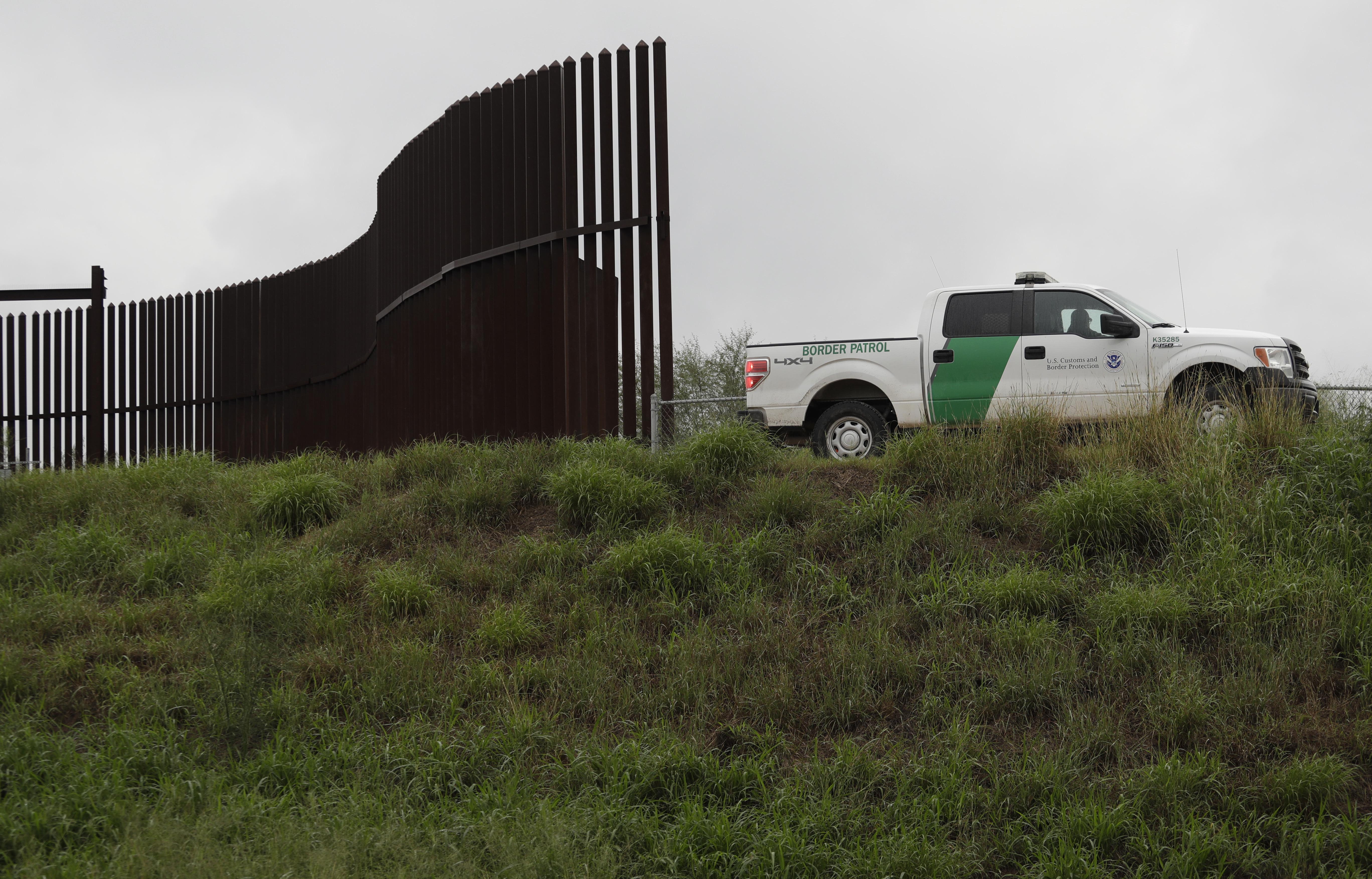 在美墨邊境築牆,是川普競選的諾言之一。(美聯社)