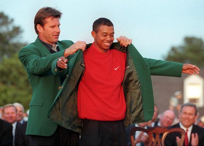7.伍茲2001年4月8日奪得名人賽冠軍,由2000年冠軍Vijay Singh為他穿上象徵最高榮譽的綠夾克。
