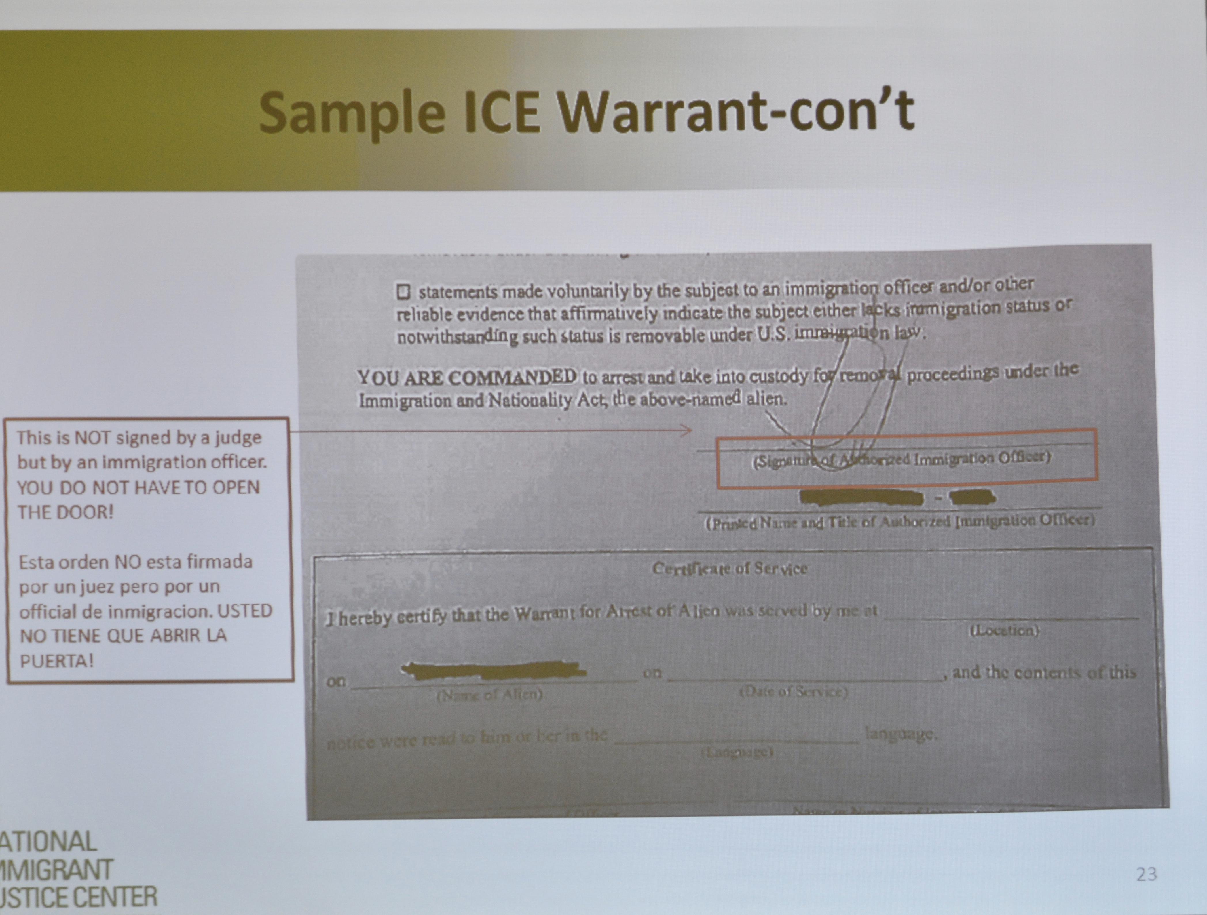 全美移民公義中心法務專員拉莫斯指出,如果逮捕人員出示的是移民局某位專員簽署的文件,民眾有權不開門。(記者董宇/攝影)