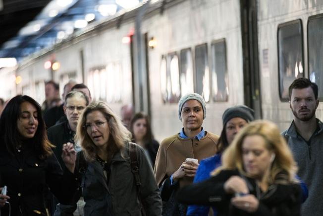 紐約市附近郊區的房地產市場,近來轉趨熱絡,尤其是有火車直達曼哈頓的市鎮。(Getty Images)