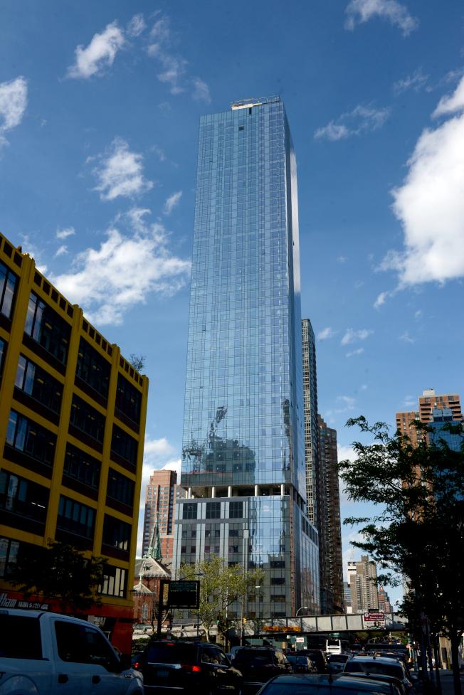 曼哈頓房地產市場一直在蓬勃發展。圖為西邊豪華公寓大樓。(記者許振輝/攝影)