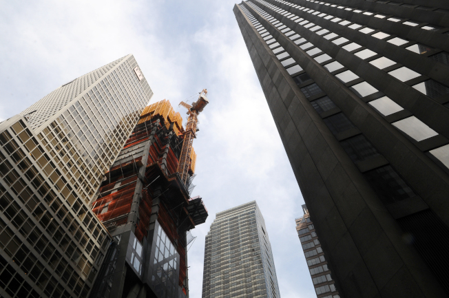 位於億萬富豪大道附近西53街與6大道交口的53W53,正興建中,未來與其他新大樓將帶動房產市場。(記者許振輝/攝影)