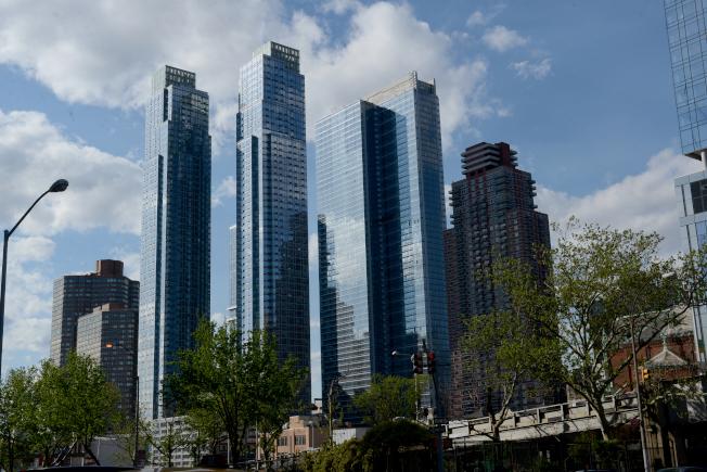 曼哈頓房地產市場一直在蓬勃發展。圖為西邊豪華公寓大樓樓群。(記者許振輝/攝影)