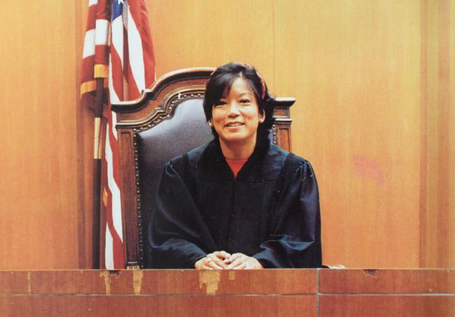 陳翠芳1994年在曼哈頓民事法庭。(本人提供)