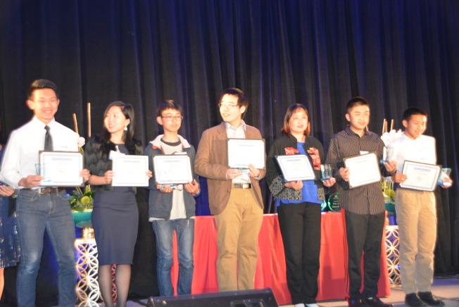 高中生科學論文徵文比賽獲獎人。(記者孫楠希/攝影)