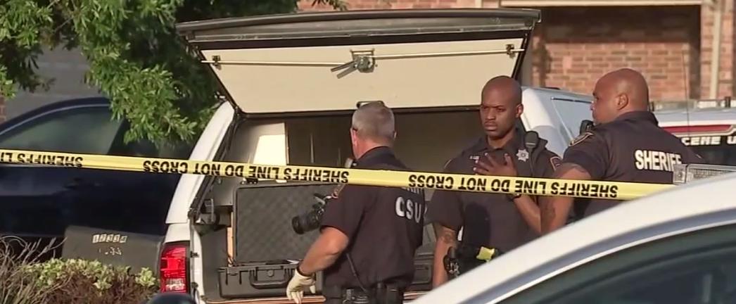 休士頓警局在案發現場調查取證。(取自ABC13)