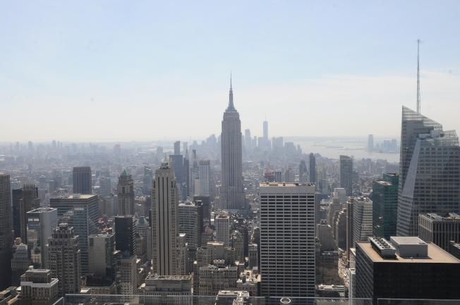 房市專家透露,在紐約等都會蓬勃的租房市場,也許快要步入供過於求的階段了。圖為紐約曼哈頓中城。(記者許振輝/攝影)