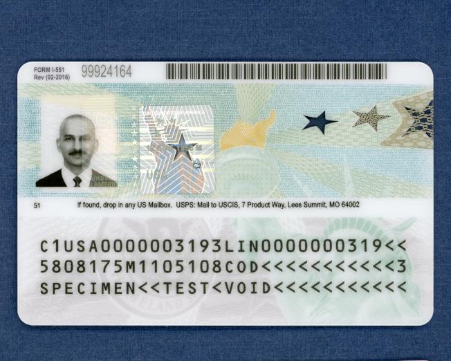 新版本綠卡背面樣本。(移民局提供)