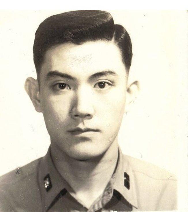 不少網友都覺得馬英九年輕時神似演員馮紹峰和韓星崔始源。圖/擷取自網路