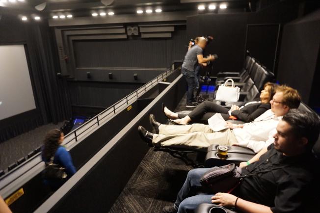 所有座位都更新成可調整高度的沙發。(記者馬雲/攝影)