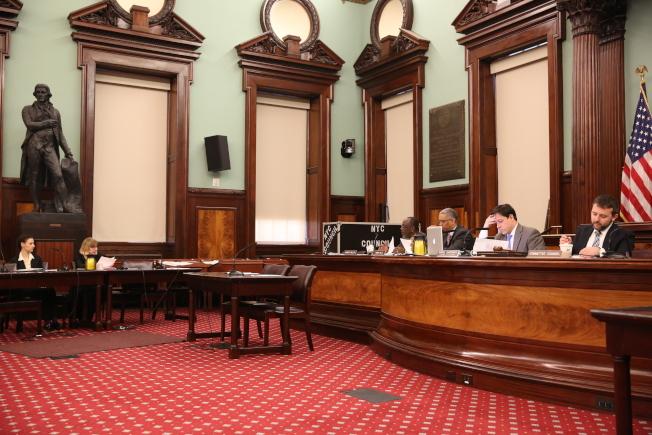 紐約市旅遊局高級副總裁凱倫(左二)指出,川普效應影響紐約市國際旅遊業。(記者洪群超/攝影)