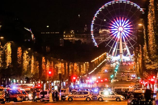 巴黎恐襲地點附近有很多觀光景點,圖為巴黎之眼摩天輪。(美聯社)
