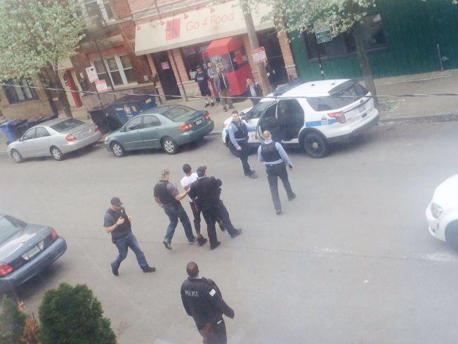 芝加哥華埠附近的高速公路日前發生槍案,導致1死1傷,其中一名嫌犯在華埠永活街附近被捕。(讀者提供)