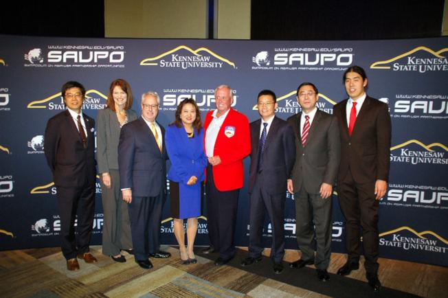 SAUPO論壇主席高紅梅(左四)和與會賓客。(SAUPO提供)