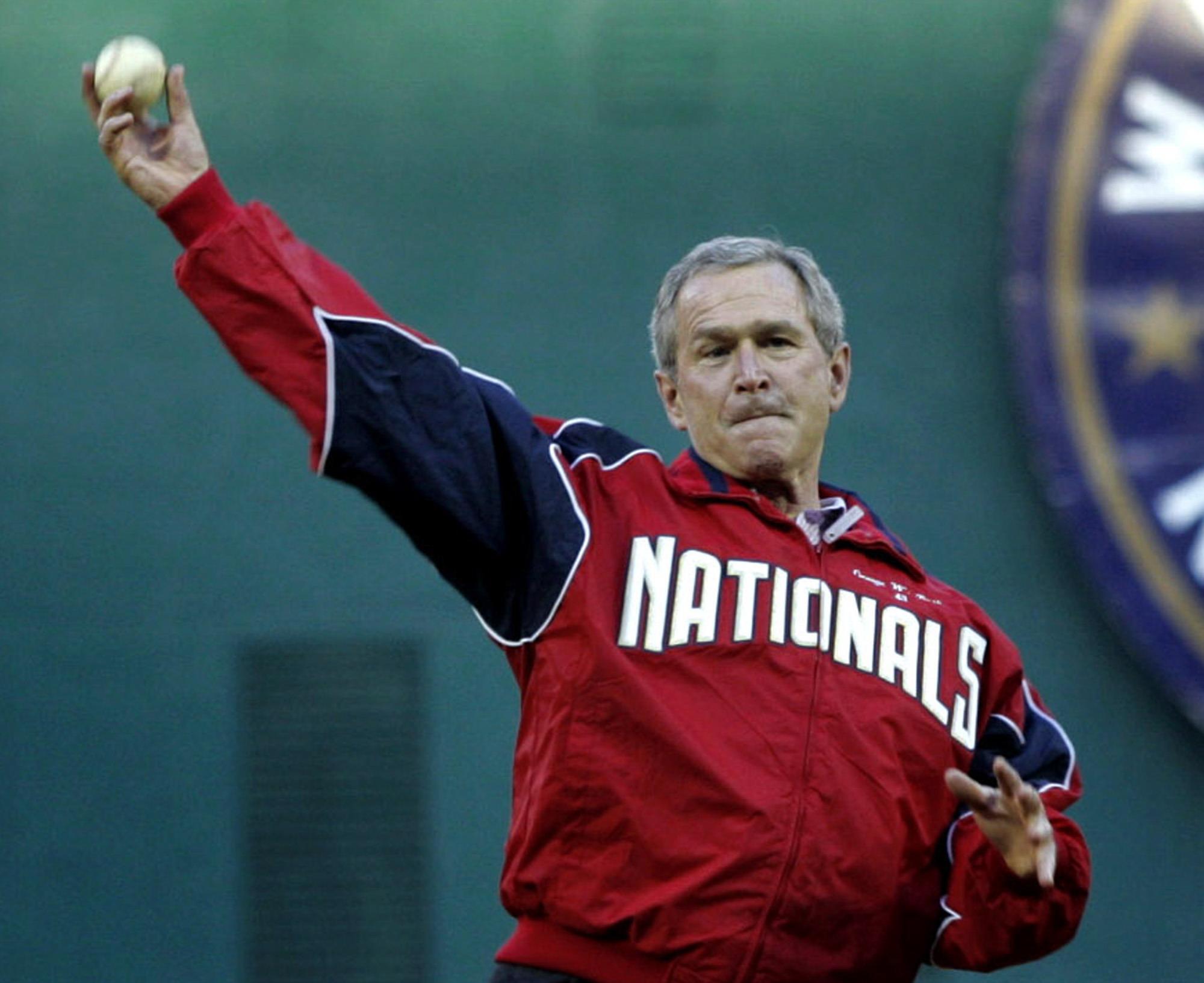 美國總統為職棒球季開幕賽開球。美聯社