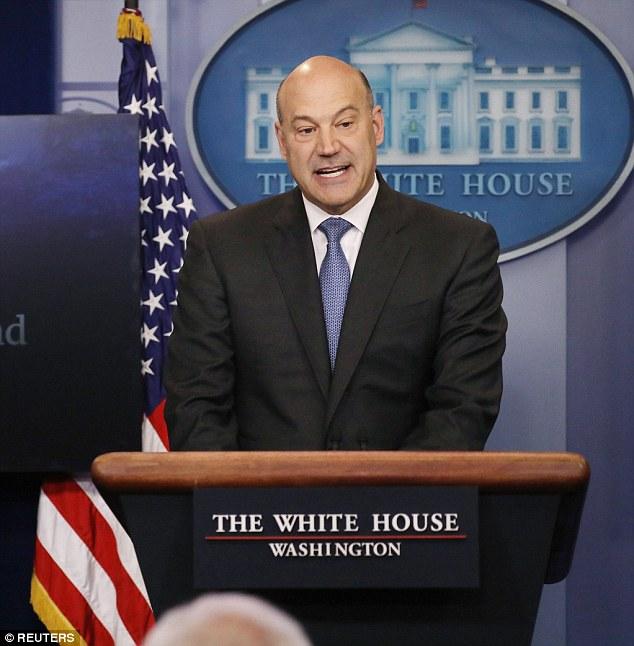白宮經濟顧問柯恩26日宣布川普總統的稅改計畫。(路透)