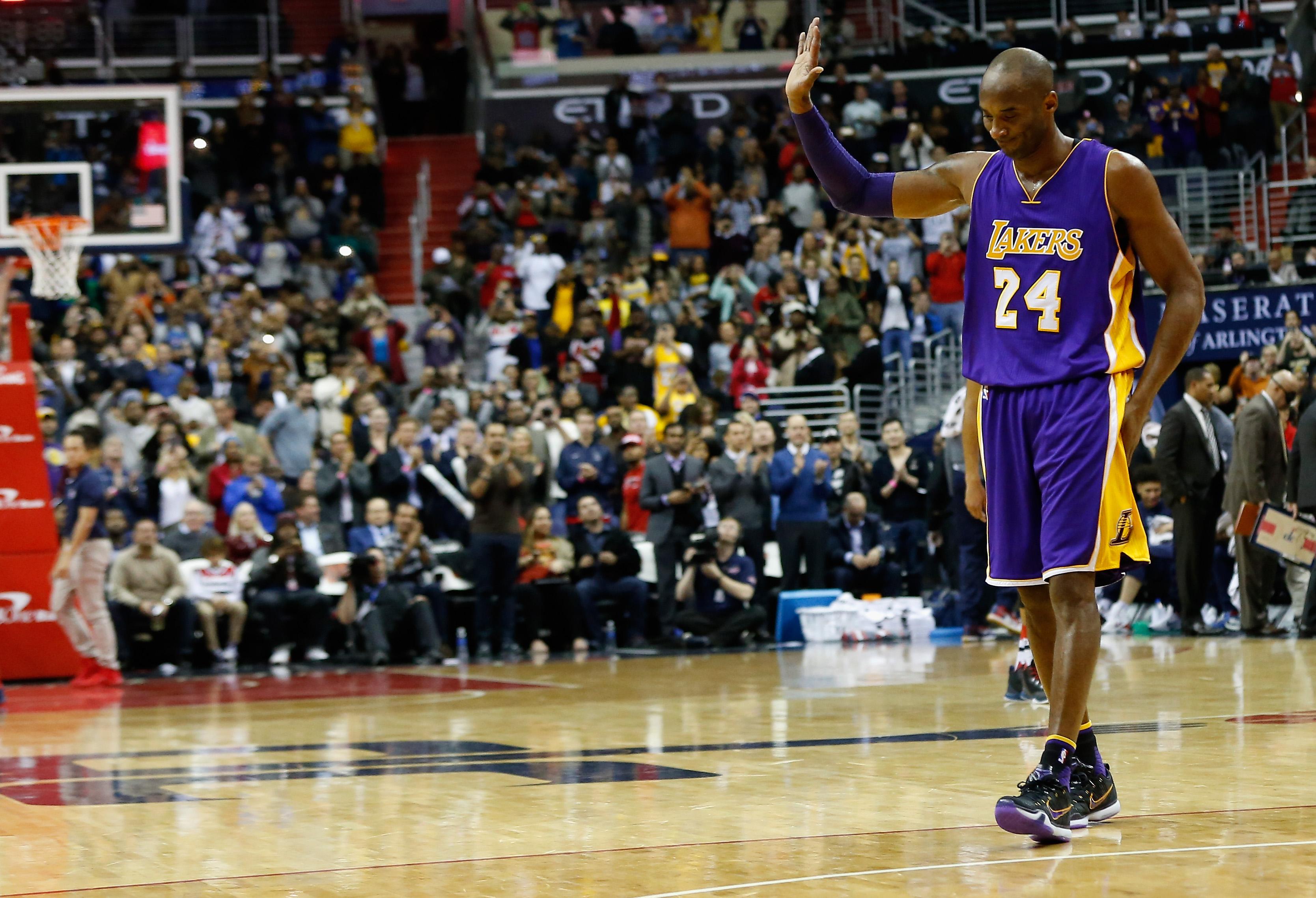 NBA洛杉磯湖人隊的傳奇巨星柯比·布萊恩(Kobe  Bryant),2016年4月14日退休。Kobe最後一戰對猶他爵士獨得60分,在他為洛杉磯湖人效力的20年職業生涯中,總得分達到33,643分,位居NBA歷史第三位,並取得五次總冠軍,兩次總決賽最有價值球員,一次年度最有價值球員,兩次得分王。(Getty Images)