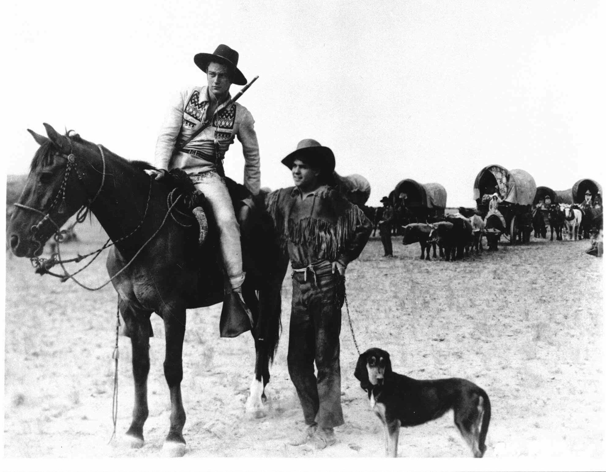 約翰·韋恩(左)在1930年的西部片《大追蹤》(The Big Trail) 飾演男主角。(美聯社)